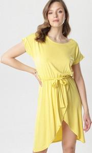 Żółta sukienka born2be z okrągłym dekoltem