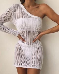 Sukienka Kendallme z odkrytymi ramionami z dekoltem w kształcie litery v