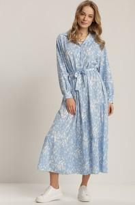 Niebieska sukienka Renee z długim rękawem z kołnierzykiem