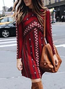 Czerwona sukienka Sandbella w stylu boho mini z długim rękawem