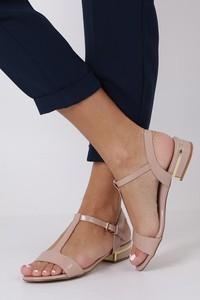 966193d05ccc1 Różowe sandały Casu w stylu glamour