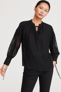 Czarna bluzka Reserved ze sznurowanym dekoltem