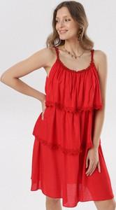 Czerwona sukienka born2be z okrągłym dekoltem mini