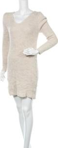 Sukienka Styleboom prosta mini z długim rękawem