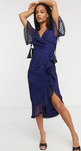 Sukienka Asos z dekoltem w kształcie litery v z długim rękawem