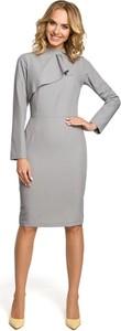 Sukienka MOE z żabotem z długim rękawem