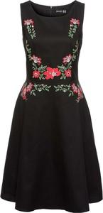 Czarna sukienka bonprix BODYFLIRT w młodzieżowym stylu bez rękawów z okrągłym dekoltem