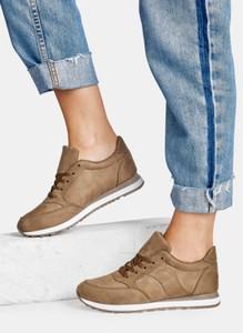 Brązowe buty sportowe DeeZee w sportowym stylu sznurowane z płaską podeszwą