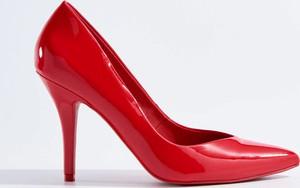 Czerwone szpilki Mohito w stylu klasycznym ze spiczastym noskiem