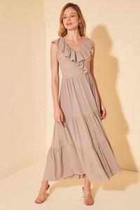 Sukienka Trendyol z dekoltem w kształcie litery v rozkloszowana bez rękawów