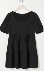 Sukienka Sinsay z krótkim rękawem mini z okrągłym dekoltem