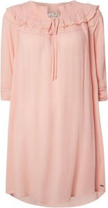 Różowa sukienka O'Neill w stylu boho