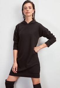 Sukienka Trendyol prosta z dekoltem w kształcie litery v w stylu casual