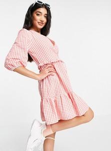 Różowa sukienka New Look z dekoltem w kształcie litery v