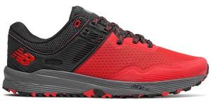 Czerwone buty sportowe New Balance sznurowane w sportowym stylu