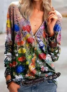 Bluzka Cikelly z dekoltem w kształcie litery v w stylu casual