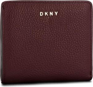 2e3e21747f749 DKNY • Duży Portfel Damski DKNY - Bryant New Zip Around R8313658 Iconic Bls  3IB • Damskie. Czerwony portfel DKNY