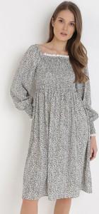 Sukienka born2be z okrągłym dekoltem w stylu casual z długim rękawem