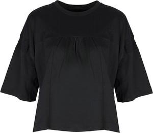 Czarny t-shirt ubierzsie.com z krótkim rękawem z okrągłym dekoltem w stylu casual