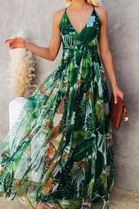 Zielona sukienka IVET z dekoltem w kształcie litery v na ramiączkach