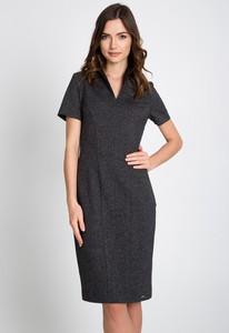 Sukienka QUIOSQUE z dekoltem w kształcie litery v midi prosta