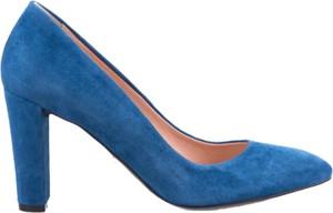 Niebieskie czółenka Conhpol Woman w stylu klasycznym