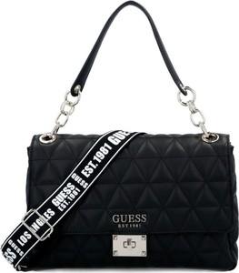 Czarna torebka Guess średnia z kolorowym paskiem na ramię