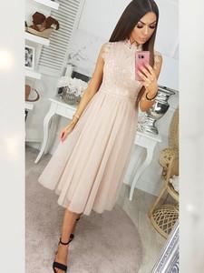 Różowa sukienka Infinityfashion.pl z krótkim rękawem