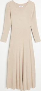 Sukienka Reserved z długim rękawem z okrągłym dekoltem w stylu casual