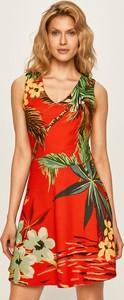 Sukienka Desigual z dekoltem w kształcie litery v bez rękawów