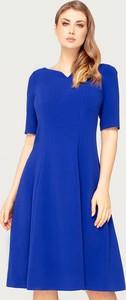 Niebieska sukienka Tomasz Sar z dekoltem w kształcie litery v rozkloszowana midi
