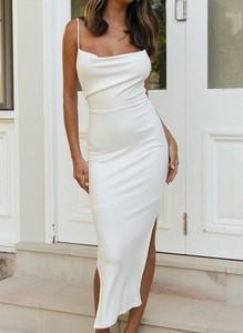 Sukienka Cikelly na ramiączkach z dekoltem w kształcie litery v dopasowana