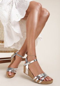 Srebrne sandały Renee z klamrami ze skóry