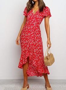 Sukienka Sandbella z dekoltem w kształcie litery v asymetryczna