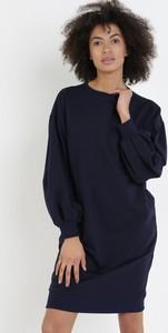 Granatowa sukienka born2be w stylu casual z okrągłym dekoltem mini
