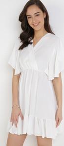 Sukienka born2be mini z krótkim rękawem z dekoltem w kształcie litery v