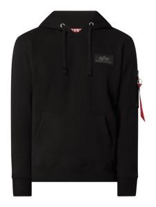 Czarna bluza Alpha Industries w młodzieżowym stylu