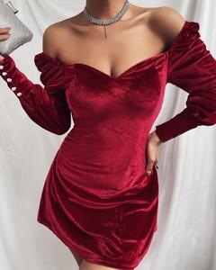 Sukienka Kendallme dopasowana z dekoltem w kształcie litery v z długim rękawem