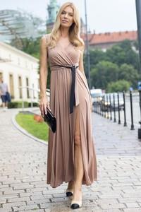 Sukienka Maravilla Boutique z dekoltem w kształcie litery v z tkaniny