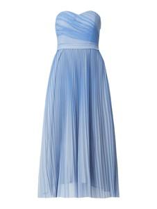 Niebieska sukienka Guess z tiulu maxi