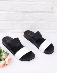 Klapki Yourshoes w stylu casual