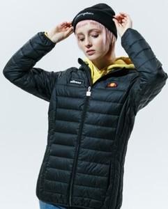 Czarna kurtka Ellesse w sportowym stylu