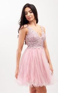 Różowa sukienka Butik Ecru na ramiączkach rozkloszowana