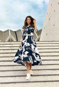 Sukienka Poza z tkaniny z dekoltem w kształcie litery v
