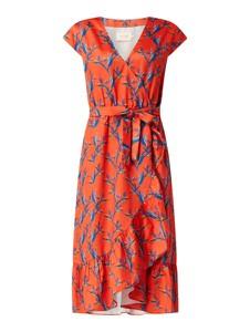 Czerwona sukienka Shiwi z dekoltem w kształcie litery v z krótkim rękawem
