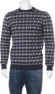 Sweter Bellfield z okrągłym dekoltem w młodzieżowym stylu