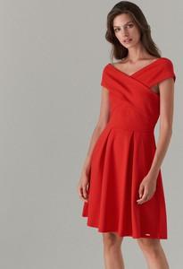 036aac458c Czerwona sukienka Mohito trapezowa bez rękawów z dekoltem w kształcie  litery v