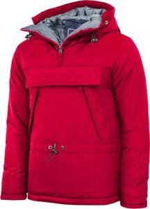 Czerwona kurtka Recea w młodzieżowym stylu