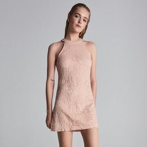 Różowa sukienka Sinsay w stylu casual bez rękawów z dekoltem halter