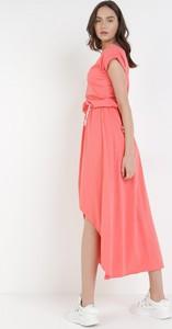 Różowa sukienka born2be maxi bez rękawów